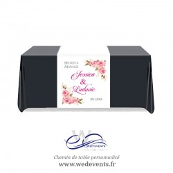 Chemin de table mariage personnalisé avec prénoms et date Fleurs Roses