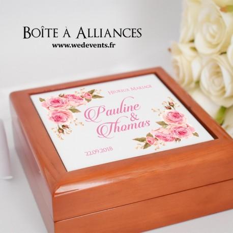 Boîte à alliances personnalisée avec prénoms des mariés fleurs roses
