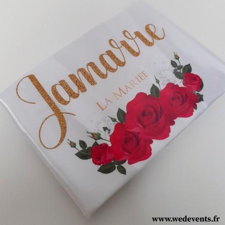 Peignoir satin personnalisé prénom de la mariée paillettes et roses rouges