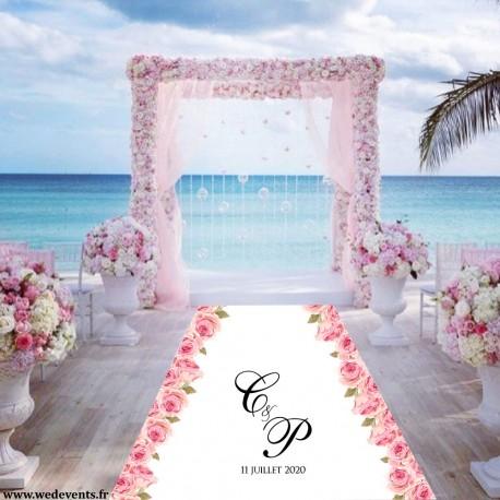 Tapis de mariage personnalisé prénoms bordé fleurs roses