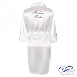 Peignoir femme blanc satin personnalisé nom de la mariée paillettes Madame